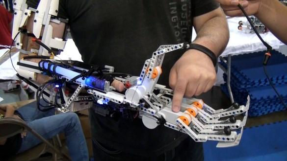 Mindstorms Mark VI bras gyborg