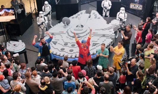 Un Millennium Falcon en LEGO pour célébrer le Star Wars Day